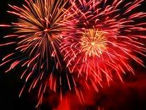 Bunte und vibrierende Feuerwerke Lizenzfreie Stockfotografie
