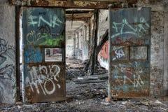 Bunte verlassene Fabrik stockfotos