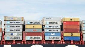 Bunte Versandverpackungen gestapelt auf Frachtschiff MSC BRUNELLA Lizenzfreie Stockbilder