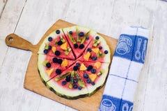 Bunte Wassermelonenpizza der tropischen Frucht Lizenzfreie Stockfotos
