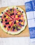 Bunte Wassermelonenpizza der tropischen Frucht Stockbild