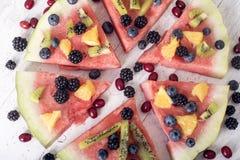 Bunte Wassermelonenpizza der tropischen Frucht Lizenzfreie Stockbilder