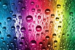 Bunte Wassertropfen Stockfoto