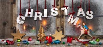 Bunte Weihnachtsdekoration: Idee für einen Weihnachtsgrußkartenesprit Lizenzfreie Stockfotos