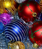 Bunte Weihnachtskugeln Stockbilder