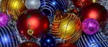 Bunte Weihnachtskugeln Lizenzfreie Stockfotos