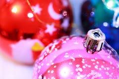 Bunte Weihnachtskugeln Stockfoto