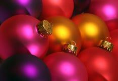 Bunte Weihnachtsverzierungen Stockbild