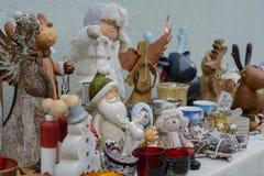 Bunte Weihnachtszahlen und -Geschenkartikel Stockbilder