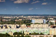 Bunte Wohnblöcke in Obuda, Budapest, mit Donau-Arena Lizenzfreies Stockbild