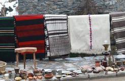 Bunte Wolldecke im Rhodope-Dorf von Shiroka Luka Stockbild