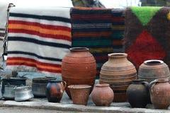 Bunte Wolldecke im Rhodope-Dorf von Shiroka Luka Lizenzfreies Stockfoto