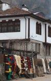 Bunte Wolldecke im Rhodope-Dorf von Shiroka Luka Lizenzfreies Stockbild