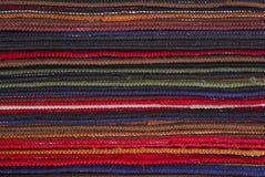 Bunte Wolldecken und Teppiche Stockfoto