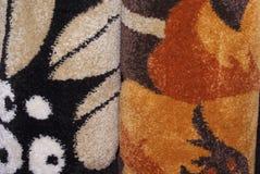 Bunte Wolldecken und Teppiche Stockfotos