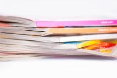 Bunte Zeitschriften schließen oben lizenzfreie stockbilder