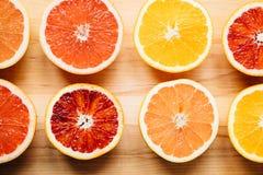 Bunte Zitrusfrucht von oben Stockfoto