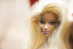 Bunte Zusammensetzung mit Barbie-Puppen Lizenzfreies Stockbild