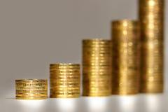 Bunten av guld- myntar Arkivbild