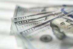 Bunten av hundra dollarräkningar fläktade på vit Royaltyfri Fotografi