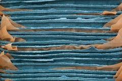 Bunten av plattor för offentligt sköta om av blå papp vadderade kraft papper royaltyfria foton