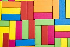 Bunter abstrakter hölzerne Block-Wand-Hintergrund Lizenzfreie Stockfotografie