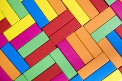Bunter abstrakter hölzerne Block-Wand-Hintergrund Lizenzfreie Stockbilder