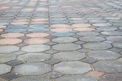 Bunter achteckiger Ziegelstein, der Boden mit Perspektivenansicht pflastert Stockbilder