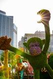 Bunter Affe gemacht von den Blumen Stockbild