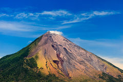 Bunter Auffassung-Vulkan Lizenzfreie Stockfotos