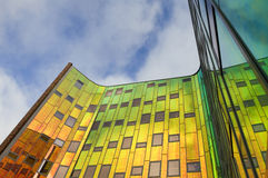 Bunter Büroturm entflammt, die Niederlande Lizenzfreies Stockbild