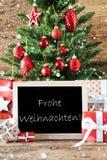 Bunter Baum mit Schneeflocken, Frohe Weihnachten bedeutet frohe Weihnachten Stockfotos