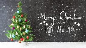 Bunter Baum, Schnee, Kalligraphie-frohe Weihnachten und guten Rutsch ins Neue Jahr, Schneeflocken Stockbilder