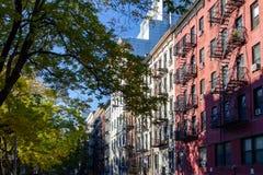 Bunter Block von Altbauten im East Village von Manhattan Lizenzfreie Stockbilder