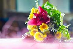 Bunter Blumenblumenstrauß Lizenzfreie Stockbilder