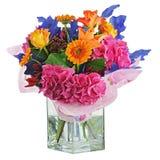 Bunter Blumenblumenstrauß im Vase lokalisiert auf weißem Hintergrund. stockfotografie