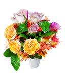 Bunter Blumenblumenstrauß lokalisiert auf weißem Hintergrund stockfoto