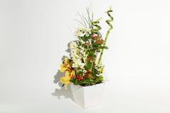 Bunter Blumenstrauß auf einem Weiß Stockbilder