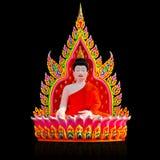 Bunter Buddha schnitzte vom Polystyrenschaum auf Schwarzem Stockfoto