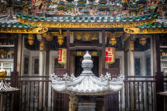 Bunter chinesischer Tempel in Singapur stockfotos