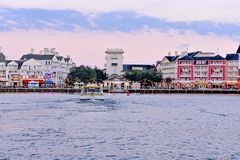 Bunter Dockside Ufergegendpanoramablick auf bewölktem Sonnenunterganghintergrund an See-Buena- Vistabereich 1 stockfotos