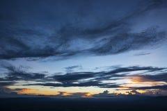 Bunter drastischer bewölkter Himmel lizenzfreie stockbilder