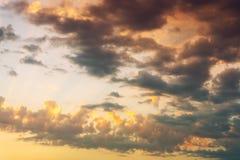 Bunter drastischer Himmel Stockfotografie
