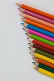 Bunter Farbbleistift vereinbart in der diagonalen Linie Lizenzfreie Stockfotografie