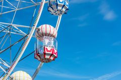 Bunter Ferris Wheel im Vergn?gungspark stockfotos