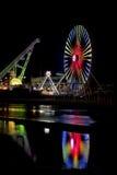 Bunter Ferris Wheel und Achterbahn Lizenzfreie Stockbilder