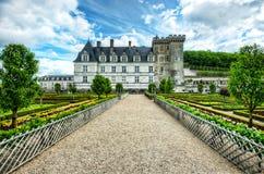 Bunter Garten an einem französischen Chateau Stockfotografie