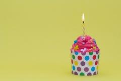 Bunter Geburtstagkleiner kuchen Lizenzfreies Stockfoto