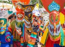 Bunter Geistmaskenausführender in Phi Ta Khon Festival, Loei, Thailand Stockfoto