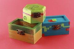 Bunter gemalter Kasten der Schmucksachen drei Lizenzfreie Stockfotos